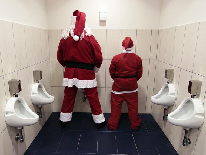 Веселые Санта Клаусы