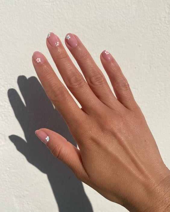 Цветочный дизайн ногтей на лето: трендовые идеи