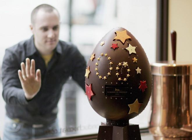 У Лондоні представили великоднє яйце з золотом