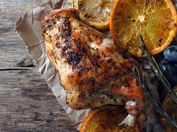 Як приготувати кролика, кролик, лимон, виноград, масло, сіль,