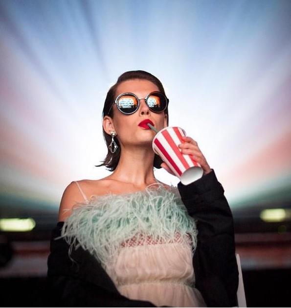 Рекламна кампанія очок від Prada