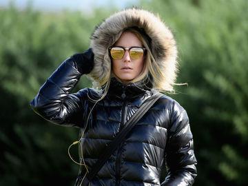 Как и с чем носить пуховик осенью в холод