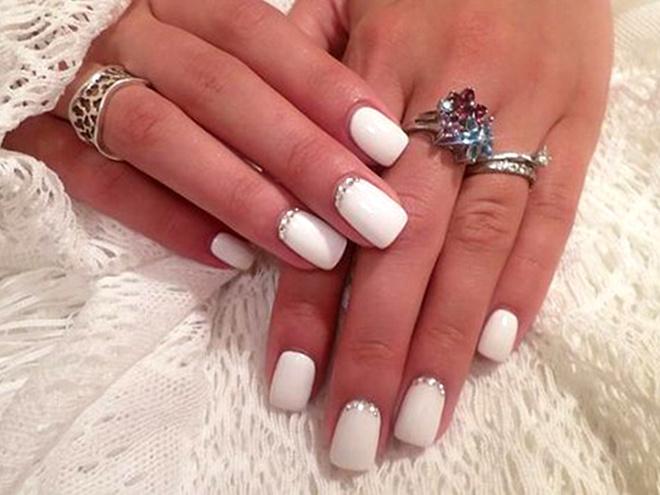 Ногти гель белые