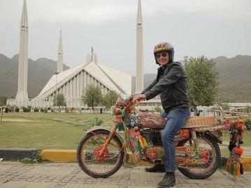 Дмитро Комаров в Пакистані