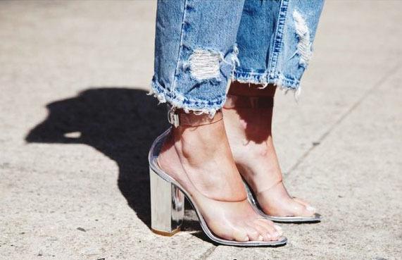 Прозорі туфлі