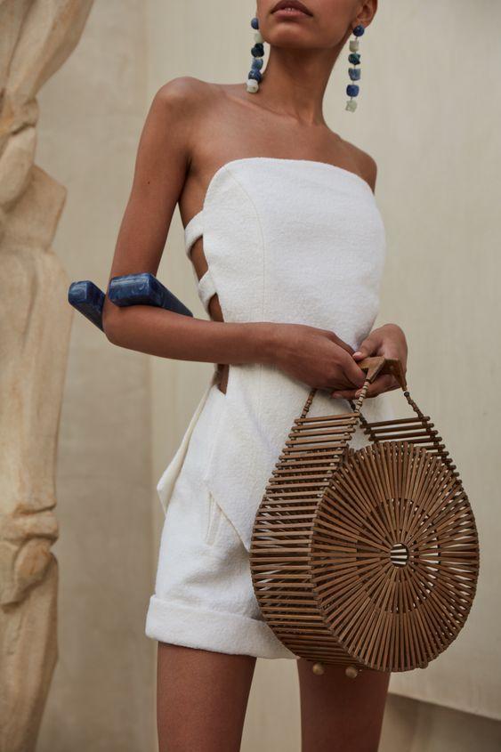 Платье с разрезами на талии — тренд сезона весна-лето