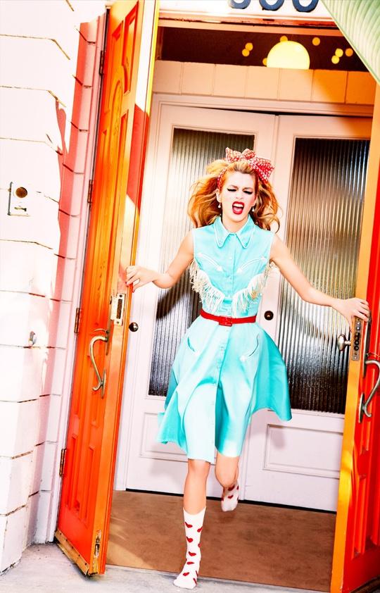 У стилі pin-up: Стелла Максвелл в яскравій фотосесії
