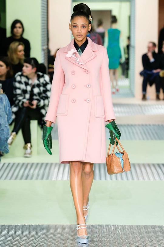 Пальта та шуби в кольорах Pantone: колекції