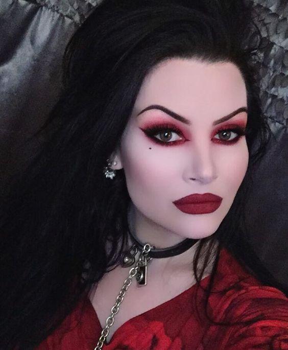 Видео сексуальных вампирши