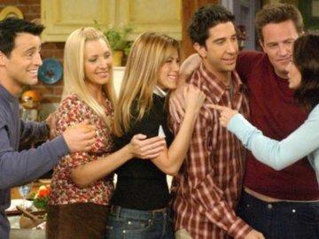 """Зірки """"Друзів"""" зібралися разом через 15 років після закінчення зйомок серіалу"""