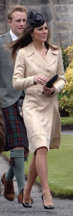 Кейт Міддлтон в однаковому платті-пальто: 2010