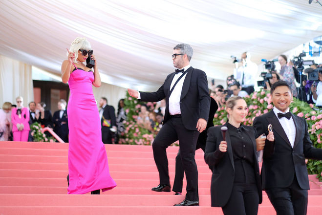 Леди Гага устроила яркий перформанс на Met Gala-2019: фото, видео