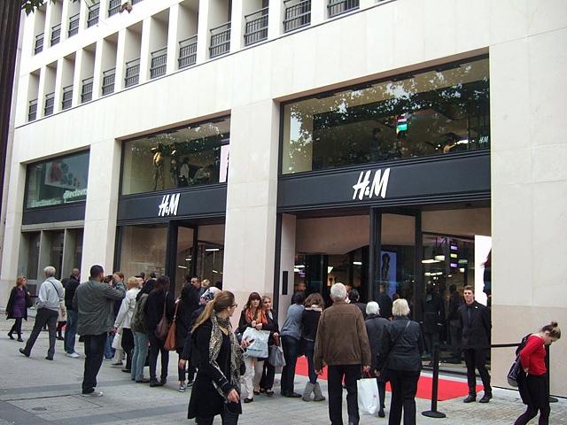 Шопінг в Парижі: Магазин H&M на Єлисейських полях