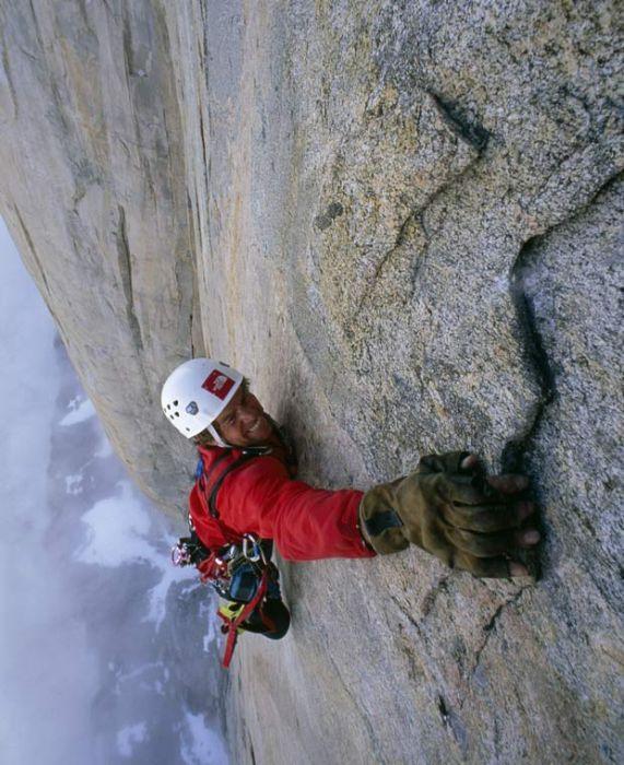 Альпинисты в горах.