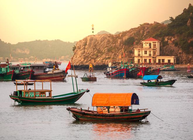 Куда поехать на море в октябре: отдых за границей (видео)