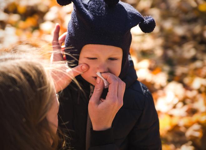 Як навчити дитину сякатися: поради батькам