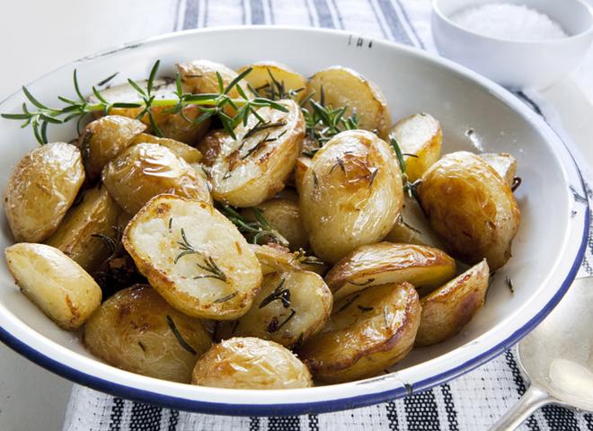Смажена молода картопля: літній рецепт ароматного гарніру