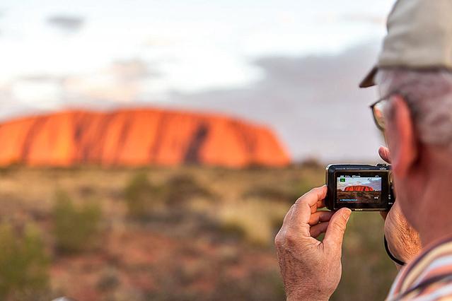Улуру: самый большой камень на планете (фото)