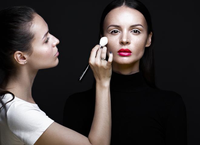 Коррекция лица начнет удачный макияж