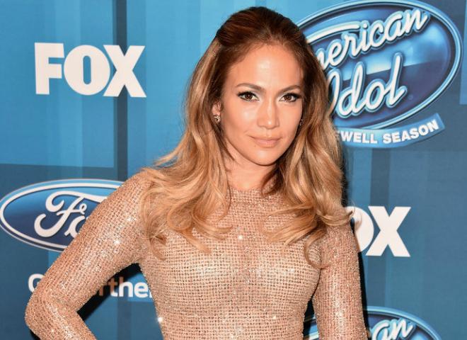 Дженніфер Лопес в сяючій сукні на шоу American Idol