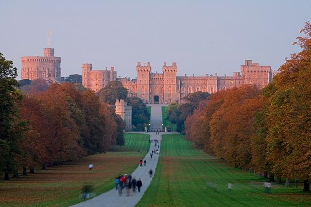 Самые красивые замки Европы: сказка, романтика и множество осенних листьев (фото, видео)