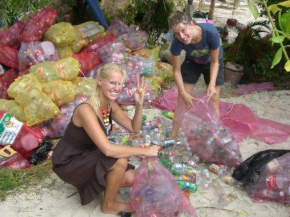 Вироби з пластикових пляшок
