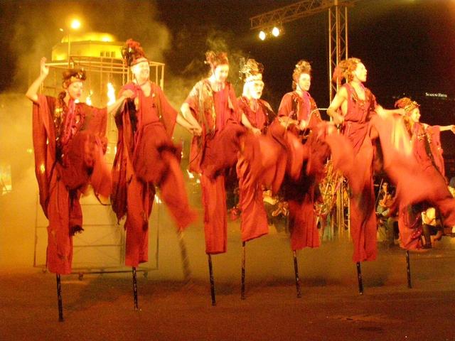 Куда поехать в октябре: фестиваль огней, театральное действо и множество фейерверков