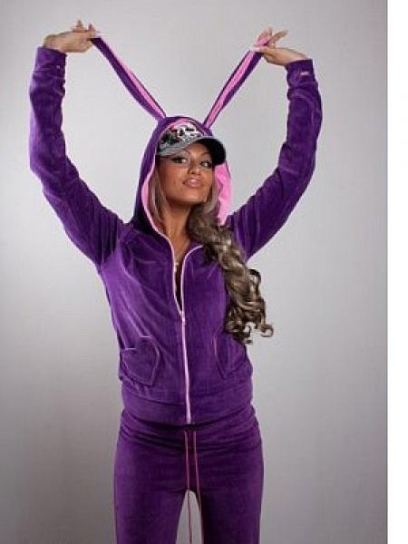 Кроме того, спортивные костюмы с ушками зайчика идеальны и для просто прогулок, походов, для вылазок на