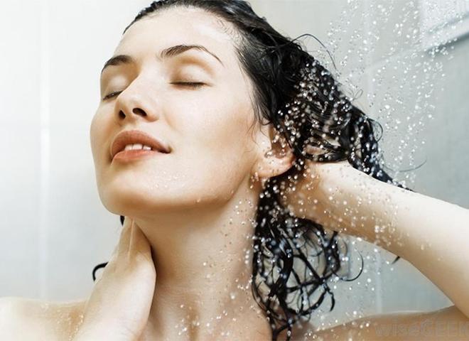 Жирна шкіра голови: корисні поради та натуральні рецепти