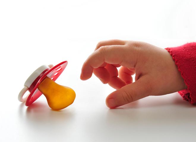 Як відучити дитину від пустушки: що можна і чого не можна робити?