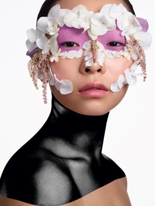 Ідея для натхнення: макіяж з живими квітами в фотосесії Vogue China 2016