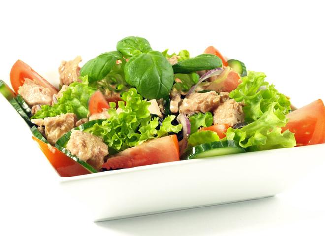 Салат із печінки тріски: дієтичний рецепт з овочами