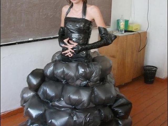 Как сделать платье из мусорных пакетов своими