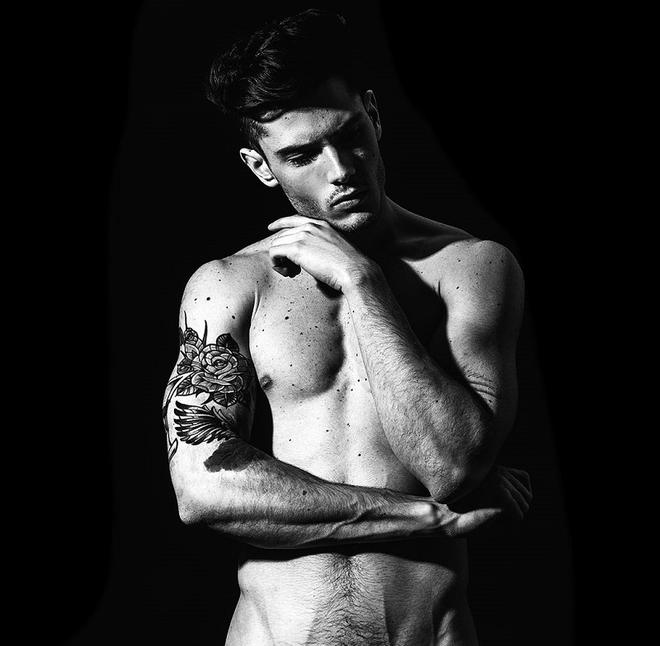 Красивые парни с татуировками