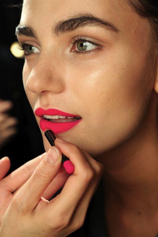 Як підібрати помаду під колір шкіри, очей і волосся