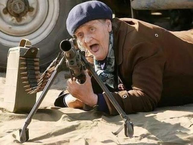 На празднике День корюшки происходило выступление членов военно-исторического клуба. Бабушка