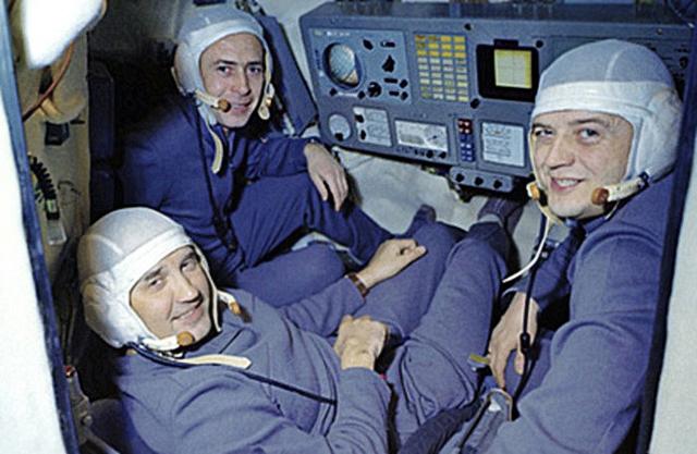 Экипаж Союза-11