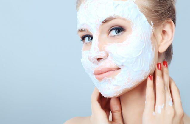 Відбілююча маска для обличчя: домашні рецепти
