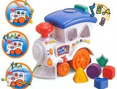 Іграшка складається локомотивчик та
