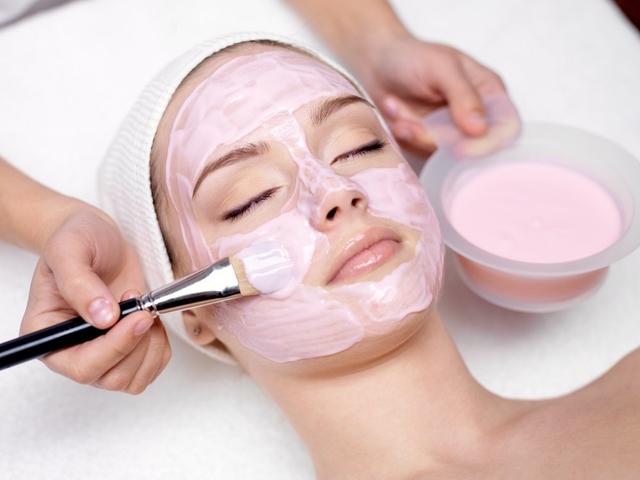 Делаем маски для лица из сметаны - tochka.net