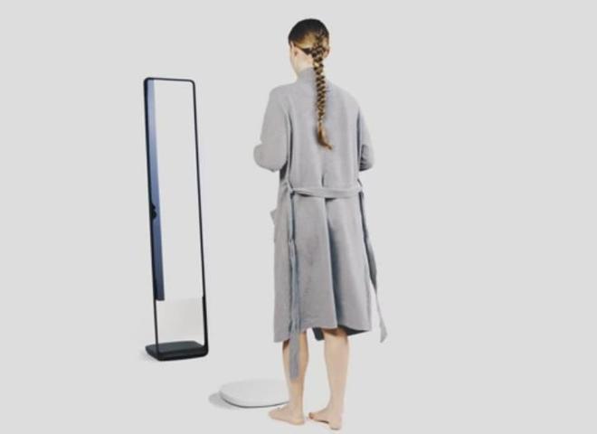 """Фахівці створили """"розумне"""" дзеркало, яке допомагає стежити за фігурою (відео)"""