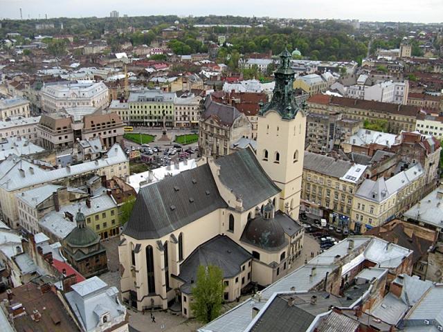 Достопримечательности Львова: таинственные подземелья иезуитов и готический собор