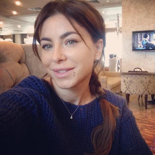 Сексапильная Ани Лорак оголяется на фото и видео