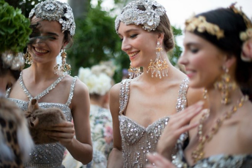 Сон в літню ніч: б'юті-образи на показі Dolce & Gabbana Alta Moda Осінь 2015