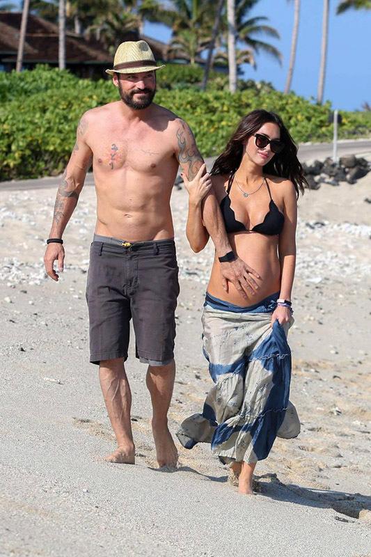 Меган Фокс и Брайан Остин Грин на Гавайском пляже