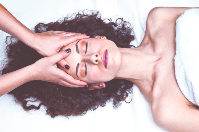 Як зробити шкіру сяючою без допомоги косметики: 6 б'юті-хаків