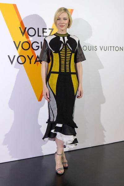 Образ Кейт Бланшетт на відкритті виставки Volez, Voguez, Voyagez