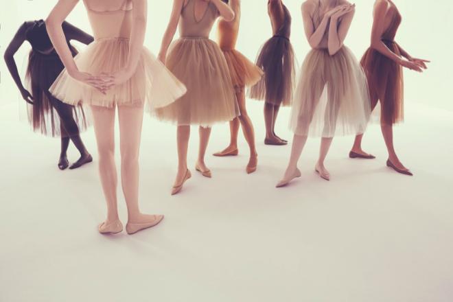 Christian Louboutin представив нову колекцію нюдових балеток
