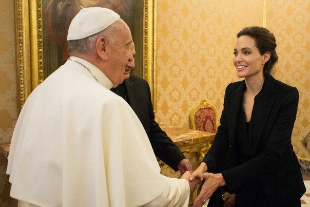 Анджелина Джоли и Папа Римский