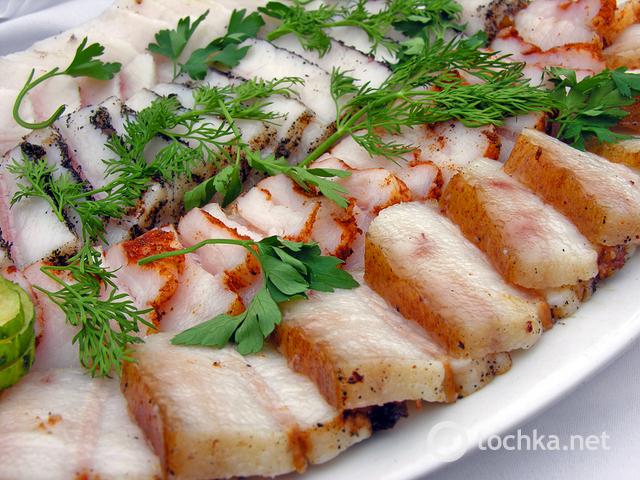 Подчеревок в духовке: рецепты, вареное сало со специями